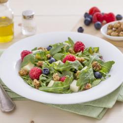Insalata-di-rucola-con-scamorza-affumicata-gelso-e-frutti-rossi